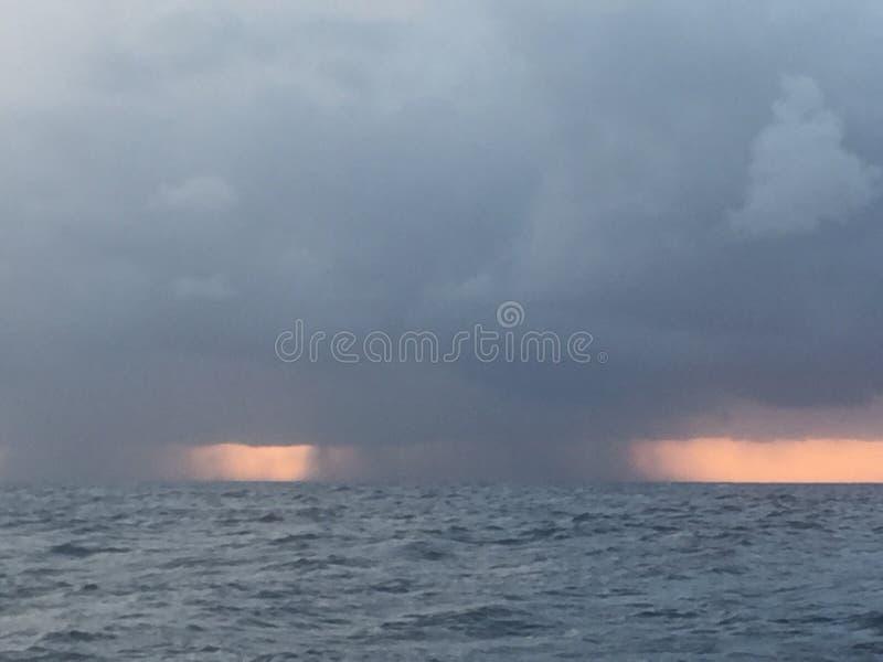 Vem aqui a chuva foto de stock royalty free