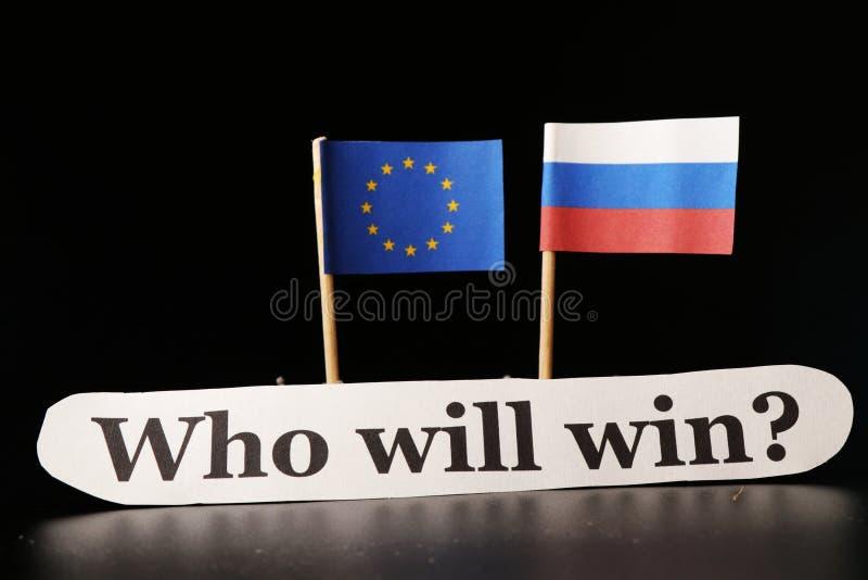 Vem ska segra i detta globala handelkrig En sida Ryssland och andra europeiska union som ger mer och mer sanktion på Ryssland fotografering för bildbyråer