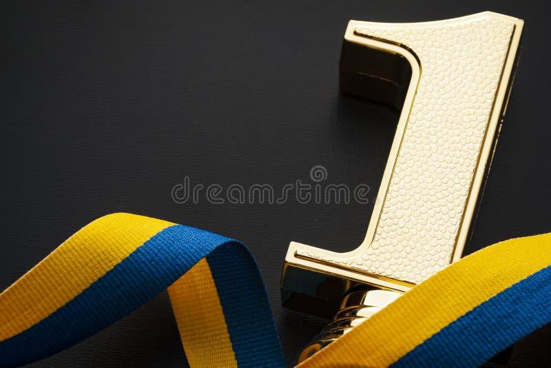 Vencedor da concessão do ouro do número um foto de stock royalty free