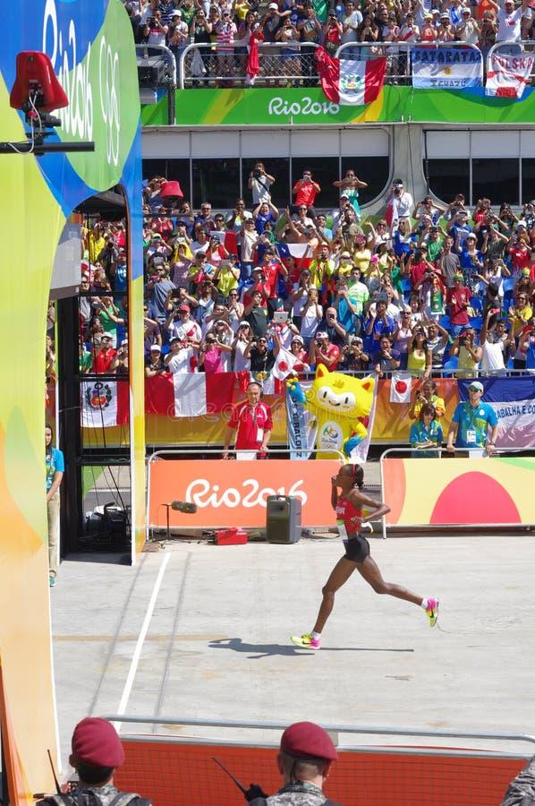 Vencedor da corrida da maratona das mulheres Rio2016 fotografia de stock
