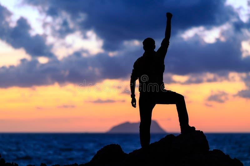 Vencedor feliz do sucesso, realização do objetivo da vida foto de stock