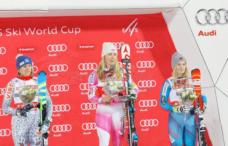 Vencedor Mikaela Shiffrin, Nina Loeseth e Veronika Velez Zuzulov fotografia de stock royalty free