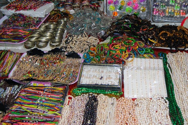 Venda da rua dos produtos nos mercados das cidades do turista de Vietname, 3Sul da Ásia imagens de stock royalty free