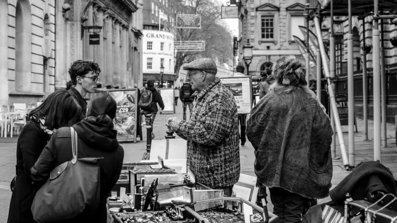 Venda da rua em St Nicholas Market foto de stock royalty free