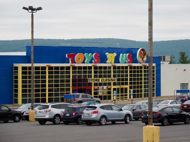Venda de fechamento da liquação da loja de Toys R Us fotografia de stock