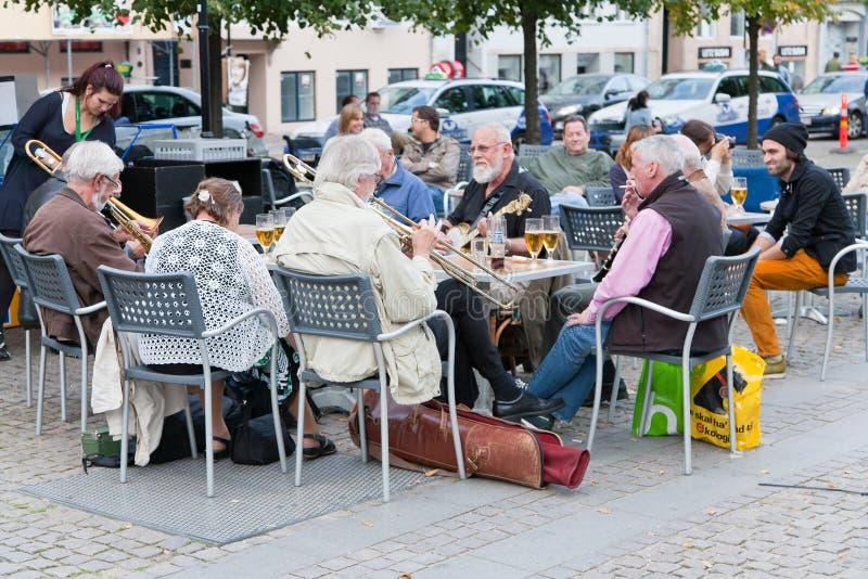 Venda de jazz aficionada en restaurante en Copenhague imágenes de archivo libres de regalías
