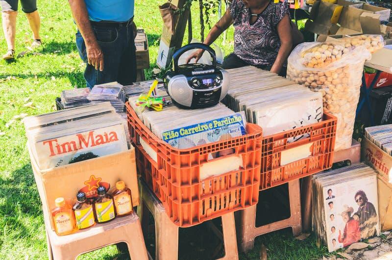 A venda de registros de vinil usados na feira do ar livre chamou Bolívia Squar imagem de stock