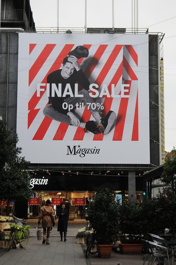 VENDA FINAL OP ATÉ 70% EM MAGASIN DU NORD foto de stock