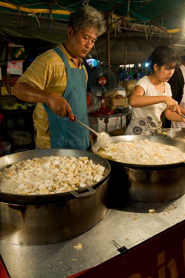 Download Vendas Do Alimento No Templo Justo Em Tailândia Foto de Stock Editorial - Imagem de chef, restaurante: 16867343