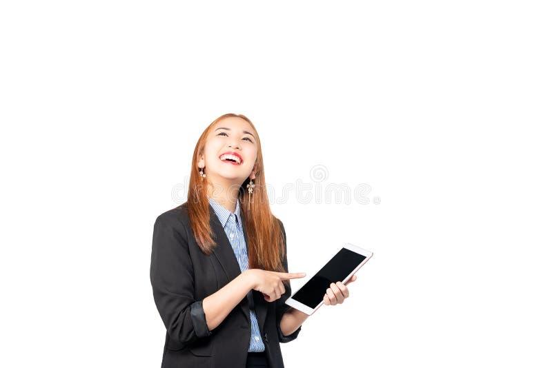 Vendas em linha seguras do asiático da felicidade, bem sucedidas e bonitas novas da mulher de negócio com da utilização do ta fotos de stock royalty free