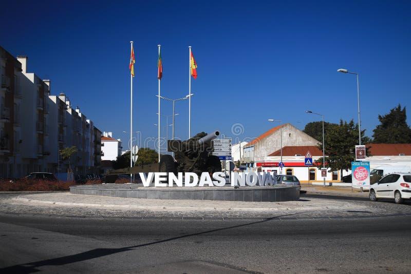 VENDAS NOVAS, ΠΟΡΤΟΓΑΛΊΑ - 18 ΝΟΕΜΒΡΊΟΥ 2017: είσοδος διασταυρώσεων κυκλικής κυκλοφορίας στοκ εικόνα με δικαίωμα ελεύθερης χρήσης