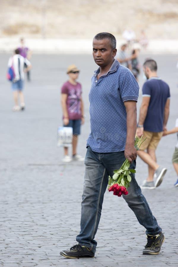 Vendedor ambulante das rosas para turistas fotografia de stock