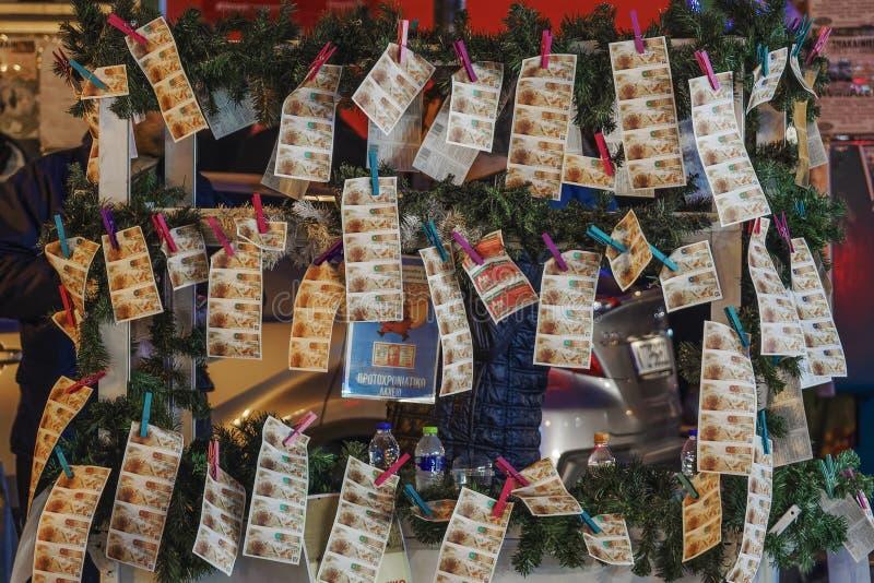 Vendedor ambulante de Salónica, Grecia que vende las hojas de paga griegas de la lotería foto de archivo libre de regalías