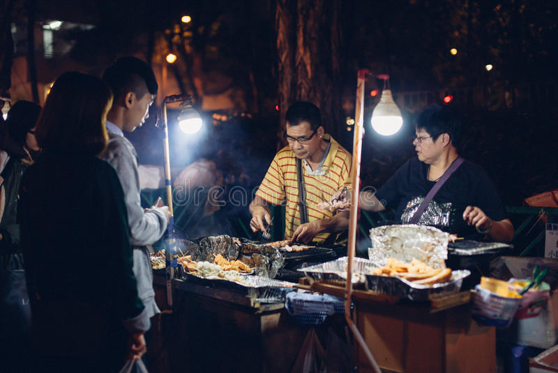 Vendedor ambulante durante día de fiesta del CNY foto de archivo libre de regalías