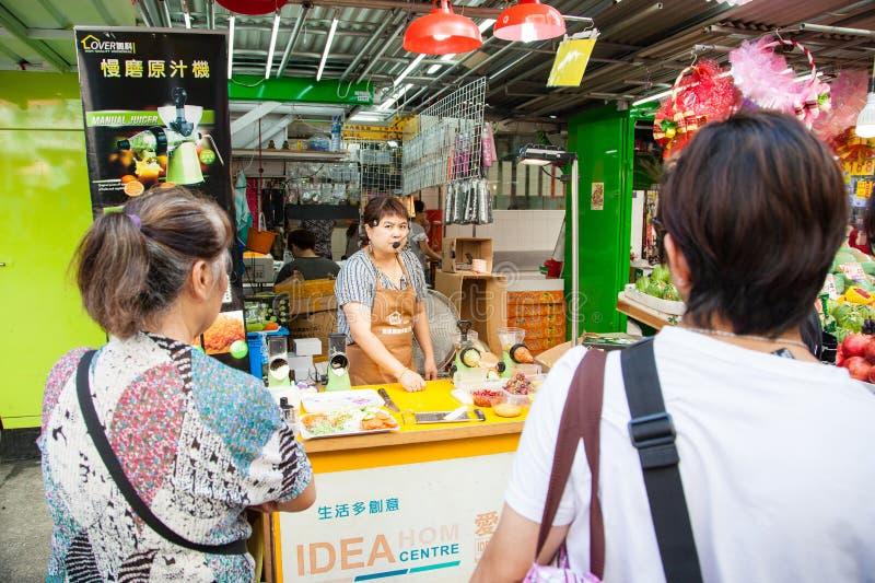 Vendedor ambulante Selling Kitchenware en Mong Kok, Hong Kong fotografía de archivo