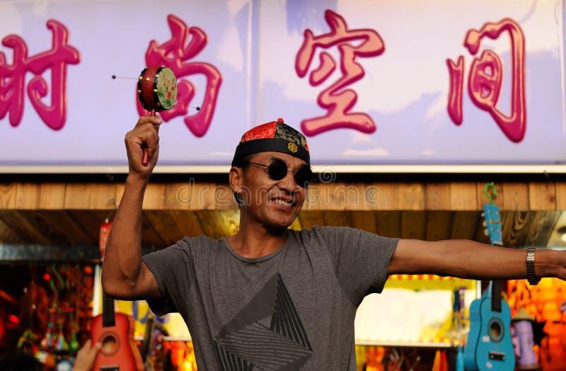 Vendedor chino en una ubicación turística en Shangai fotos de archivo