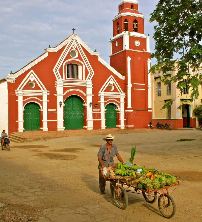 Vendedor da fruta, igreja, Mompos, Colômbia imagem de stock royalty free