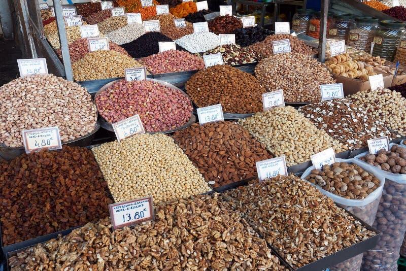 Vendedor da porca, mercados de Atenas, Grécia fotografia de stock