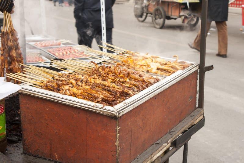 Vendedor de la comida de la calle en Shenyang China imagenes de archivo