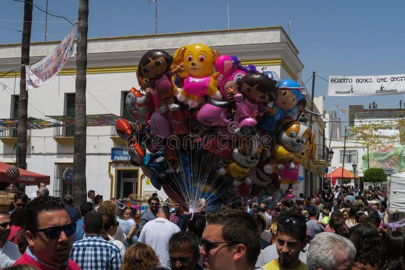Vendedor del globo en un partido del pueblo en España imágenes de archivo libres de regalías