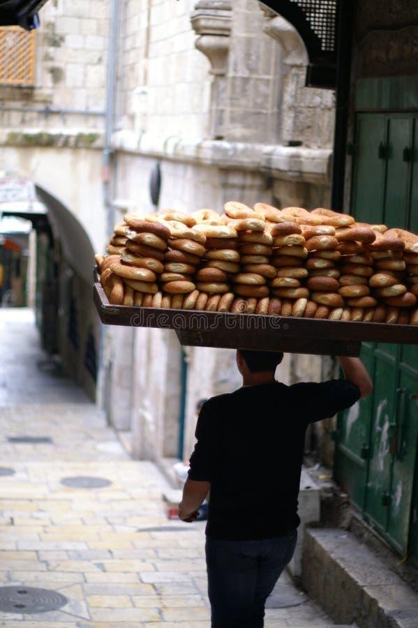 Vendedor del pan en Jerusalén foto de archivo libre de regalías
