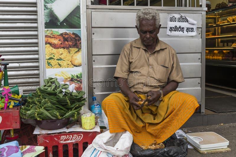 Vendedor do alimento em Sri Lanka imagens de stock