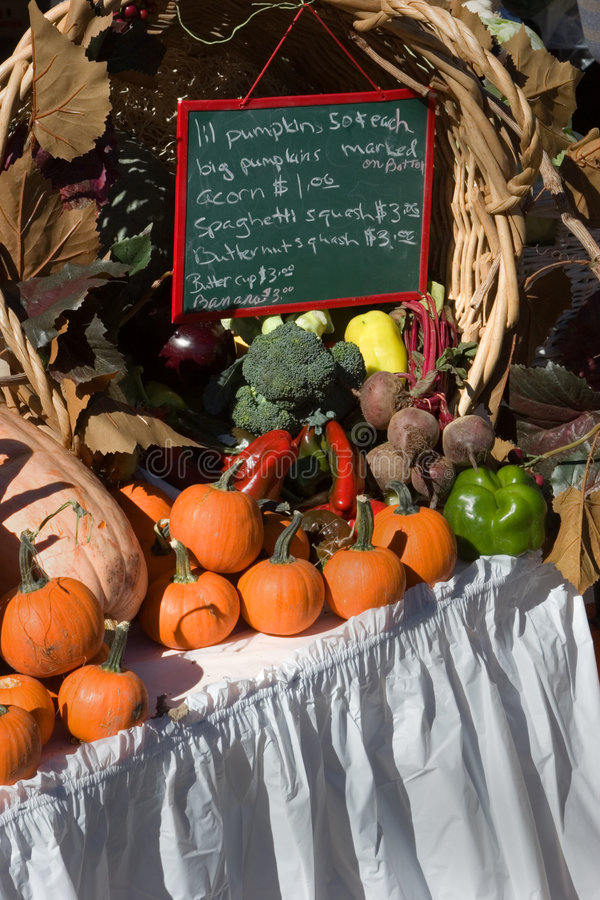Vendedor do legume fresco imagem de stock royalty free