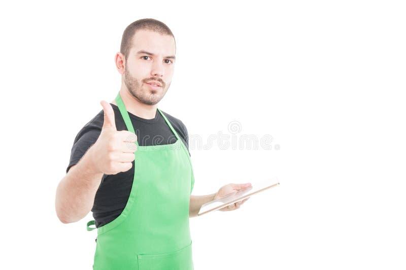 Vendedor feliz con la tableta que muestra como muestra foto de archivo