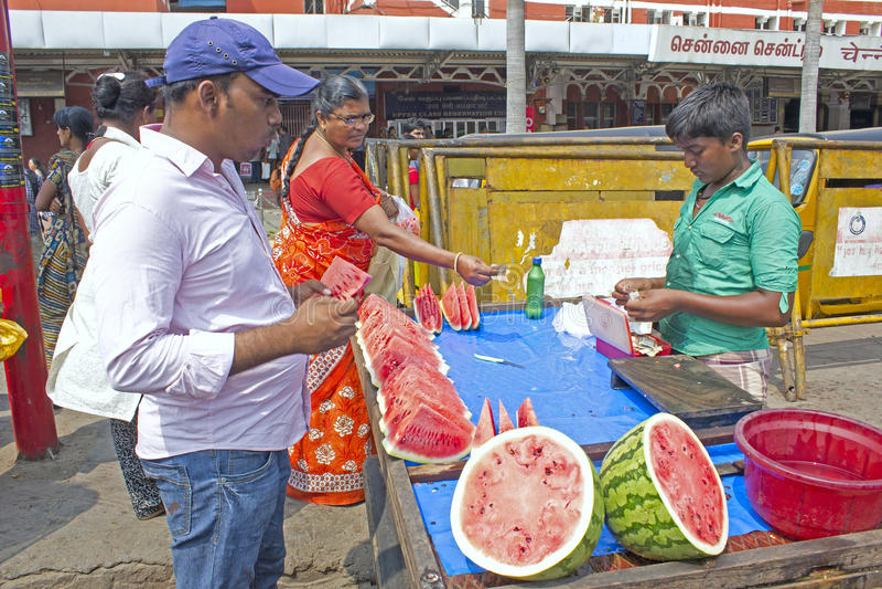 Vendedor indio joven imagen de archivo libre de regalías