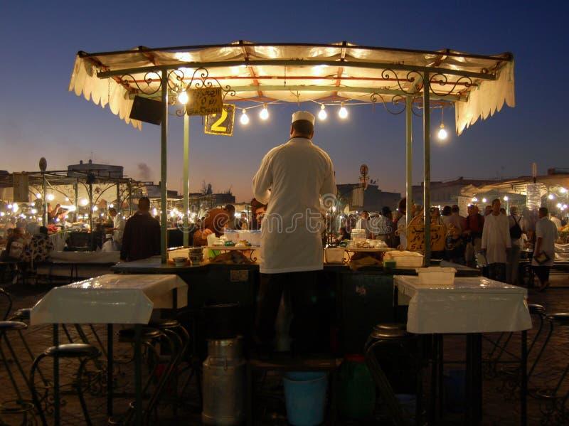 Vendedor no mercado do EL Fna de Jemma imagem de stock