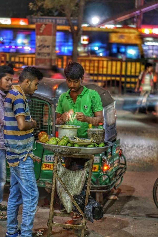 Vendedores ambulantes em Dhaka imagem de stock