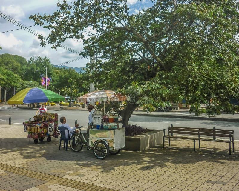 Vendedores ambulantes en Medellin Colombia imágenes de archivo libres de regalías