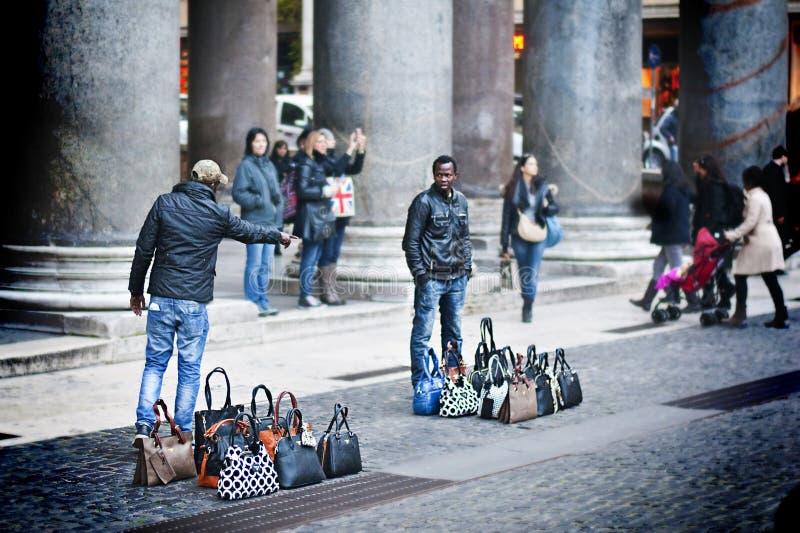 Vendedores ambulantes en Roma foto de archivo libre de regalías