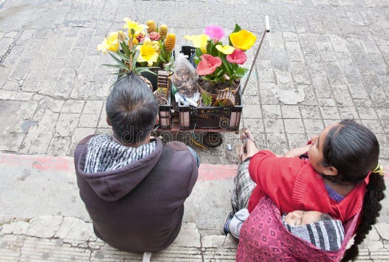 Vendedores de flor en Chiapas, México imagenes de archivo