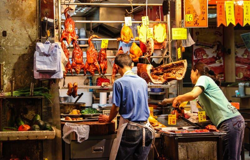 Vendedores de la acera que venden el pato y el pollo asados en Hong Kong S imagenes de archivo