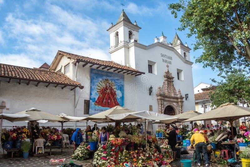Vendedores de la flor en Cuenca, Ecuador fotos de archivo