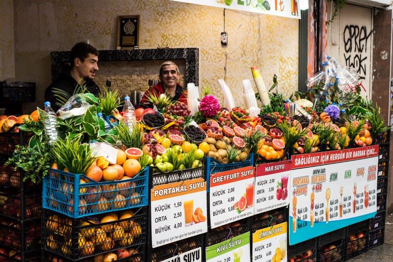 Vendedores del jugo de la calle de Turquía imagen de archivo libre de regalías