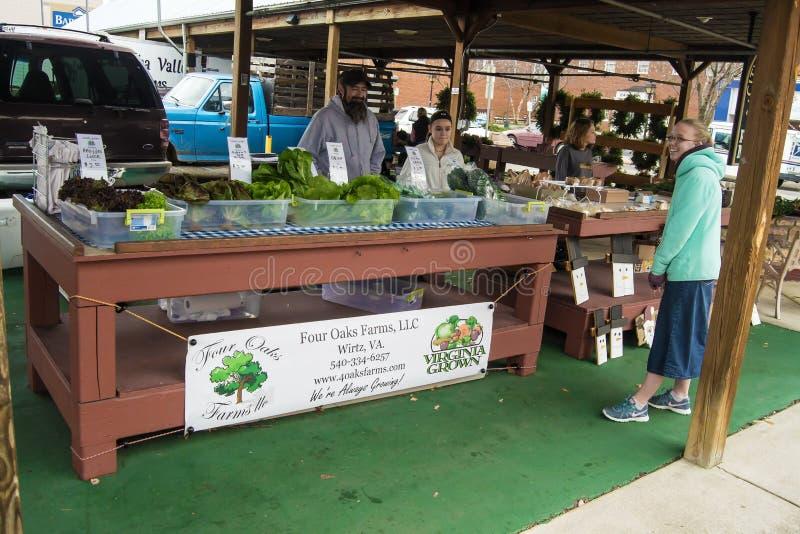 Vendedores en Salem Farmers Market histórico foto de archivo