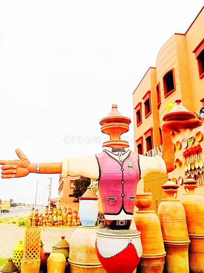 vendendo a cerâmica em Marrocos imagem de stock