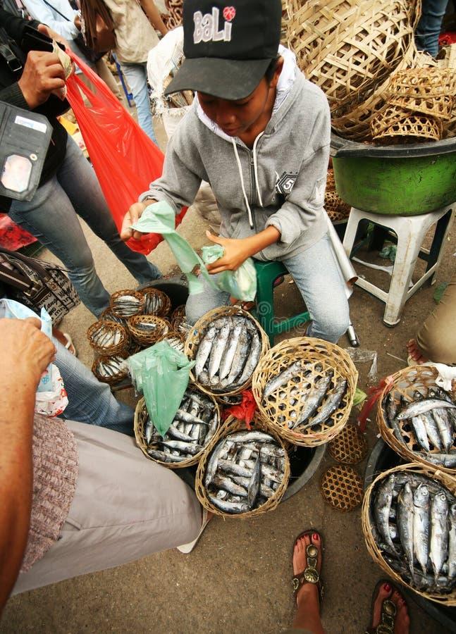Vendendo um peixe fotografia de stock royalty free