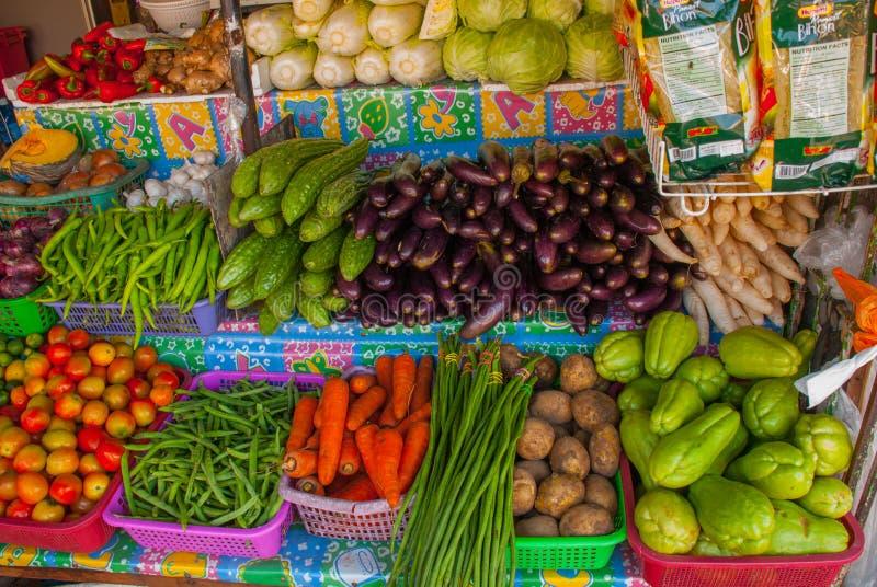 Vendendo vegetais Mercado na rua Manila, Filipinas imagens de stock royalty free