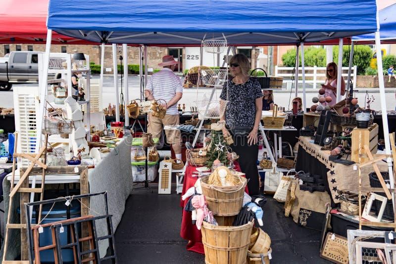 Vendeur chez Vinton Dogwood Festival photographie stock