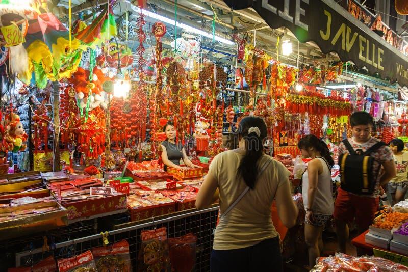 Vendeur de Chinatown vendant les décorations chinoises de nouvelle année photo libre de droits
