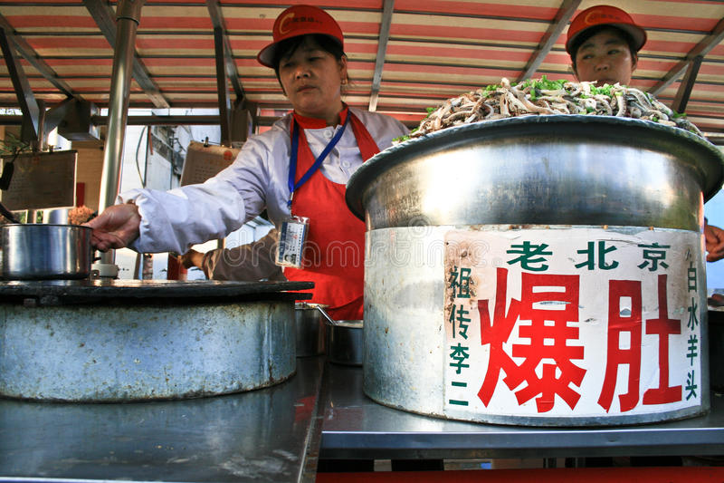 Vendeur de nourriture de marché en plein air de Pékin photographie stock