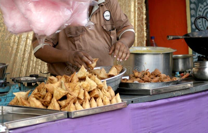 Vendeur de nourriture indien de rue photo stock