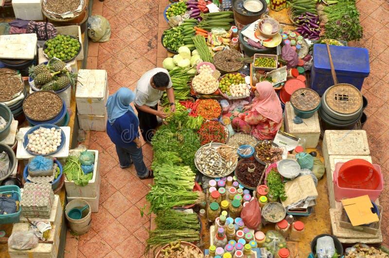 Vendeur et le marché de produits frais besar de khadijah de siti de Pasar d'environnement intérieur photo stock