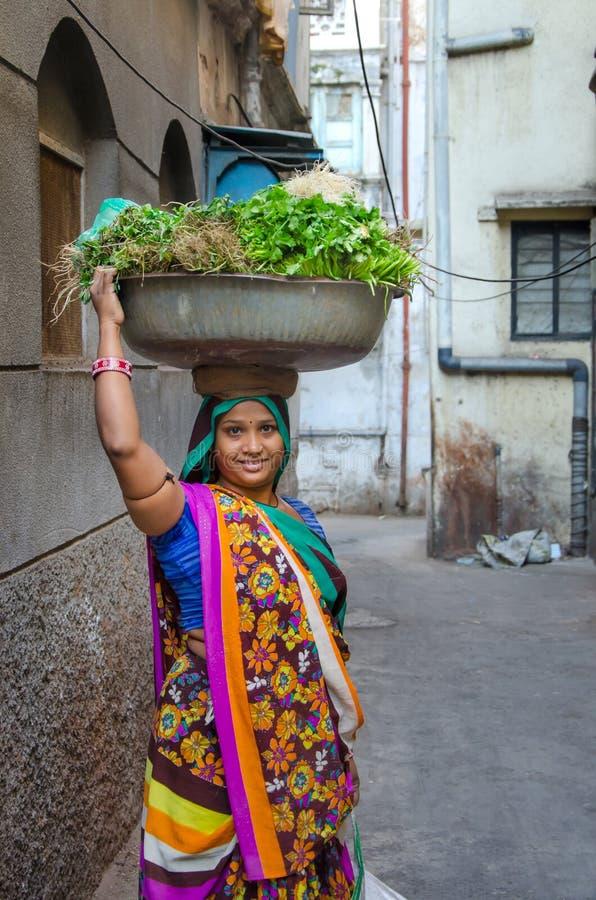 Vendeur végétal féminin dans l'Inde photos libres de droits