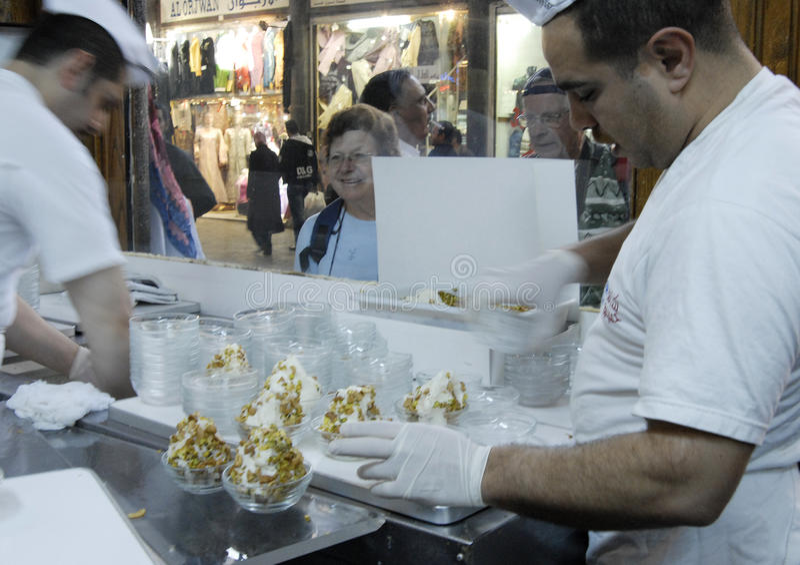 Vendeurs de crème glacée à Alep images libres de droits