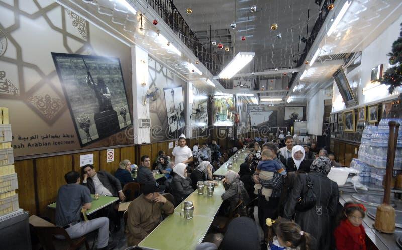 Vendeurs de crème glacée à Alep photographie stock libre de droits