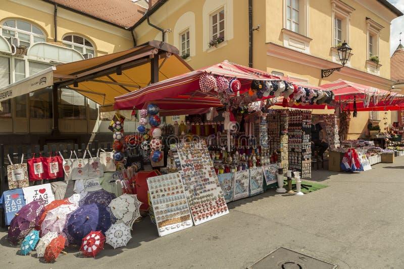 Vendeurs de souvenir à Zagreb, Croatie photos stock